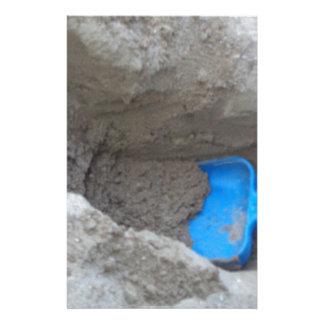 Pala de excavación de la arena de la playa del personalized stationery