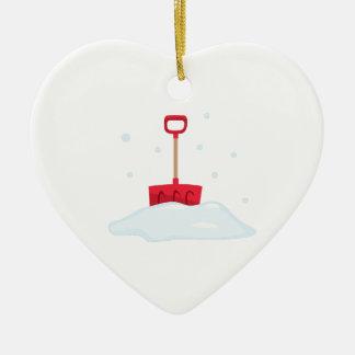 Pala de la nieve adorno de cerámica en forma de corazón