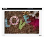 Palabra del amor en la rota tejida skins para portátil
