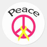 Palabra y cinta de la paz de las rosas fuertes etiqueta redonda