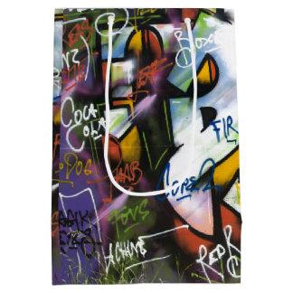 Palabras coloridas de la pintada bolsa de regalo mediana