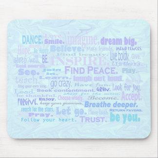 Palabras inspiradoras en sombras azul claro tapete de raton