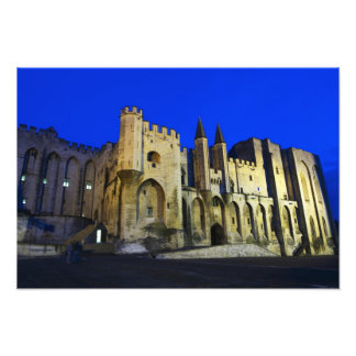 Palace del papa en Aviñón en la puesta del sol. 2  Cojinete