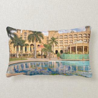 Palacio del hotel y de la piscina perdidos 2 de la cojín