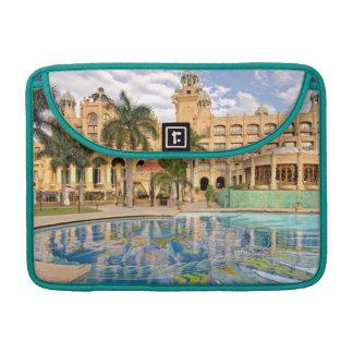 Palacio del hotel y de la piscina perdidos 2 de la funda para macbook pro