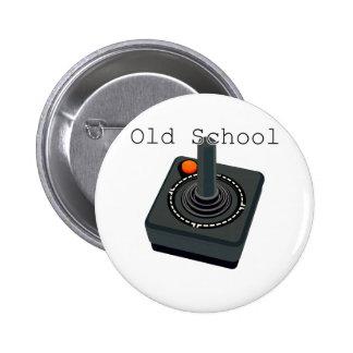 Palanca de mando de la escuela vieja pin