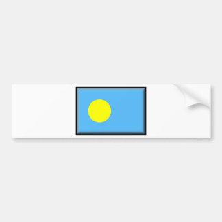 Palau señala por medio de una bandera pegatina para coche