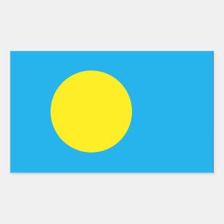 Palau señala por medio de una bandera rectangular altavoz