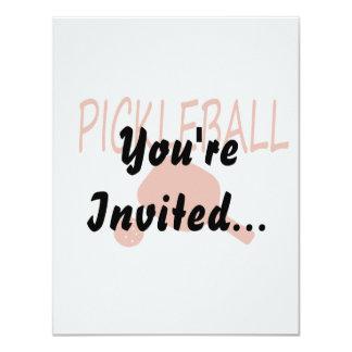 """paleta y bola del pickleball w anaranjado oscuro invitación 4.25"""" x 5.5"""""""