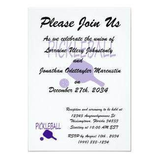 """paleta y bola del pickleball w azul marino invitación 5"""" x 7"""""""