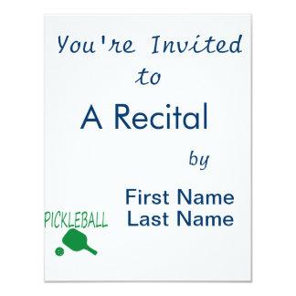 """paleta y bola del pickleball w verdes claras invitación 4.25"""" x 5.5"""""""