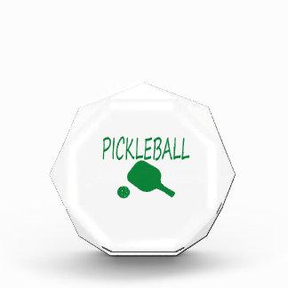 paleta y bola del pickleball w verdes claras