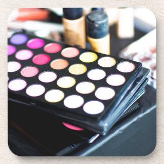 Paleta y cepillos - impresión del maquillaje de la apoyavasos