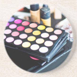 Paleta y cepillos - impresión del maquillaje de la posavasos de arenisca