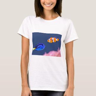 Palette surgeonfish and clown fish swimming T-Shirt