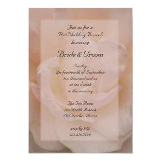 """Palidezca - el brunch floral color de rosa rosado invitación 5"""" x 7"""""""