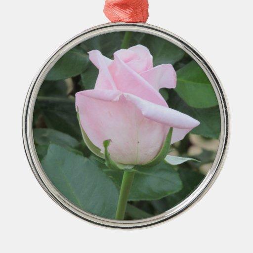 Palidezca - el ornamento color de rosa rosado adorno navideño redondo de metal