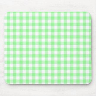 Palidezca - la guinga verde y blanca mouse pads