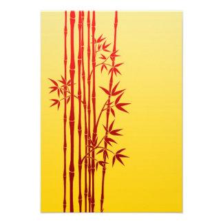 Palillos de bambú rojos con las hojas en amarillo comunicados personalizados