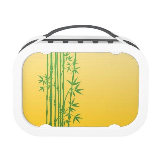 Palillos de bambú verdes con las hojas en amarillo