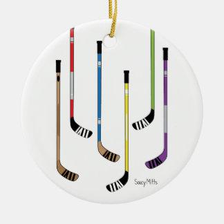 Palillos de hockey adorno navideño redondo de cerámica