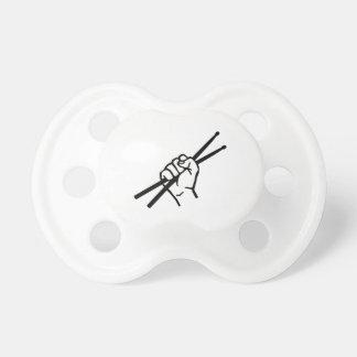 Palillos de la mano del batería chupete