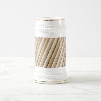 Palillos de madera (tono del sephia) jarra de cerveza