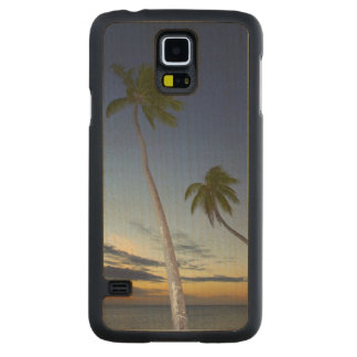 Palm trees and sunset, Plantation Island Resort Carved® Maple Galaxy S5 Case