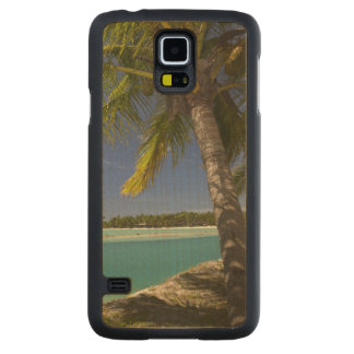 Palm trees & lagoon, Musket Cove Island Resort Carved® Maple Galaxy S5 Case