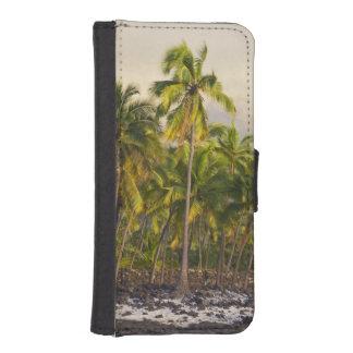 Palm trees, National Historic Park Pu'uhonua o 2 iPhone 5 Wallet