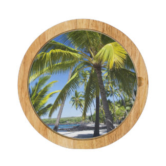 Palm trees, National Historic Park Pu'uhonua o Round Cheese Board