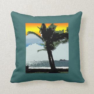 Palma hawaiana y almohada abstracta de la puesta