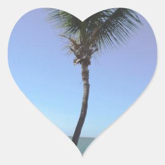 Palma y océano del vintage pegatina en forma de corazón