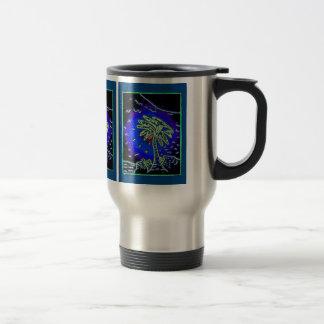 Palmera con el fondo azul taza de viaje de acero inoxidable