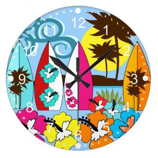 Palmera de las tablas hawaianas de la playa del oc reloj redondo grande