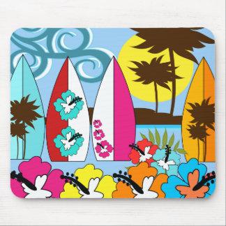Palmera de las tablas hawaianas de la playa del tapete de ratones