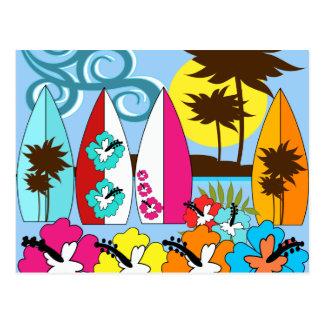 Palmera de las tablas hawaianas de la playa del postales