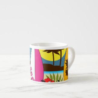 Palmera de las tablas hawaianas de la playa del taza espresso