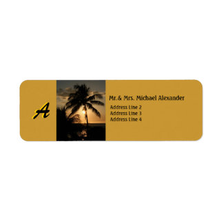 Palmera de oro de la puesta del sol de la costa etiqueta de remite