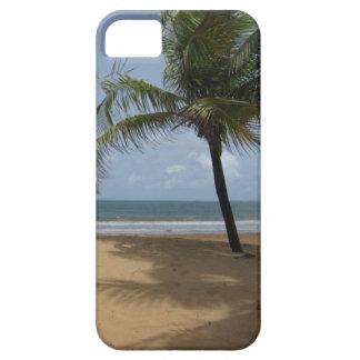 Palmera en la foto de la playa iPhone 5 Case-Mate carcasas
