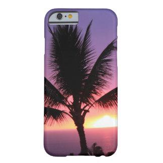 Palmera hawaiana y puesta del sol colorida funda de iPhone 6 barely there