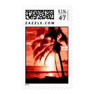 Palmera y franqueo rojo de la puesta del sol sello postal