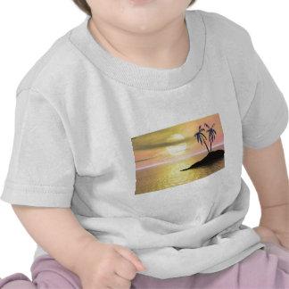 Palmeras de la puesta del sol camiseta