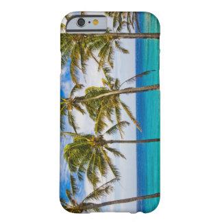 Palmeras del coco (nucifera de los Cocos) que se Funda De iPhone 6 Barely There