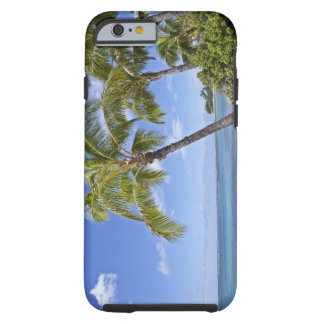 Palmeras en la playa en Hawaii Funda De iPhone 6 Tough