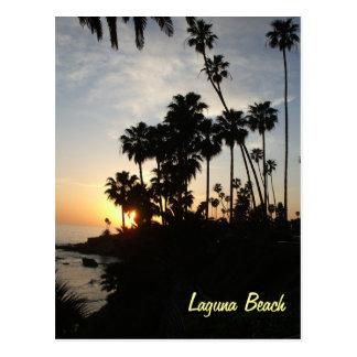 Palmeras en la postal de la puesta del sol de Lagu