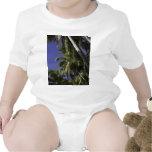 Palmeras en una isla tropical del Caribe Traje De Bebé
