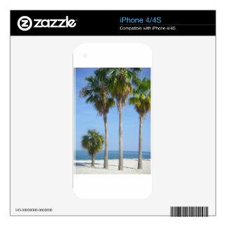 palmeras felices en la playa arenosa calcomanías para el iPhone 4S