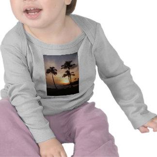 Palmeras, puesta del sol, playa, Hawaii Camiseta