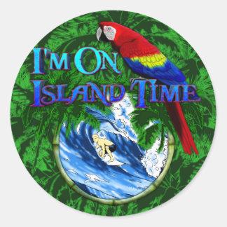 Palmeras que practican surf del tiempo de la isla pegatina redonda